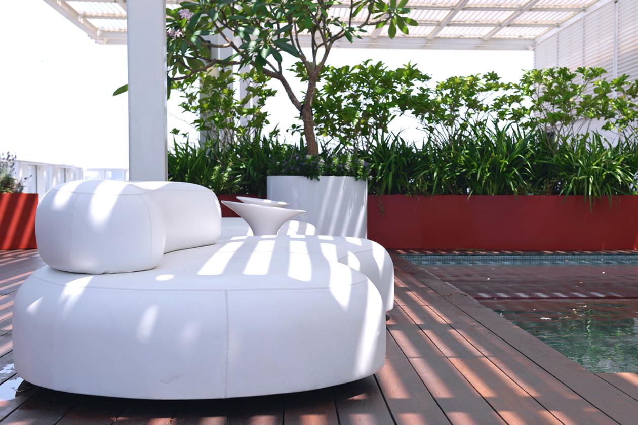 eight30 white sofa