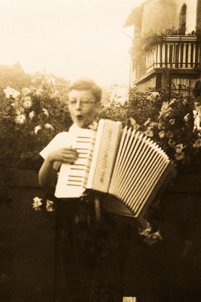 eight30 - h.stern - hans stern - early childhood playing the accordion