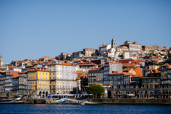 EIGHT30 - porto travel guide - Cais de Ribeira